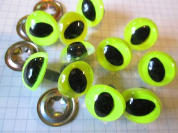18mm Neon Green Plastic Safety Eyes with elongated pupils